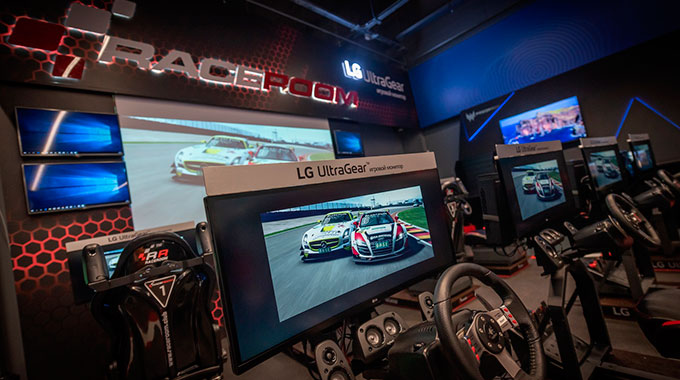 В Москве открылся RaceRoom Club